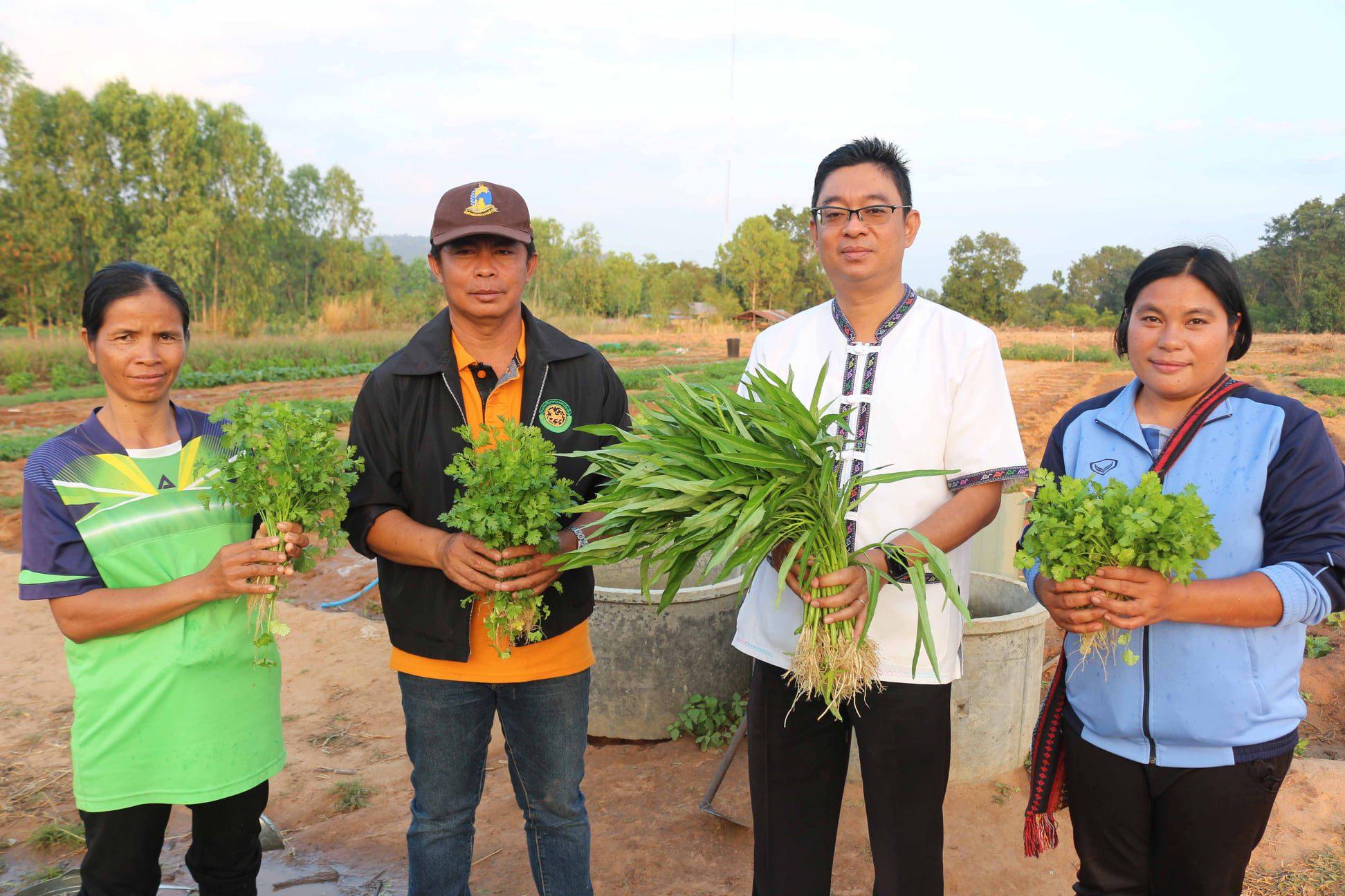 ปิดทองหลังพระฯจ้างคนว่างงาน พัฒนาแหล่งน้ำส่งเสริมอาชีพขยายผลช่วยเกษตรกรพื้นที่แล้งซ้ำซาก เสริมรัฐบาลขับเคลื่อนแผนจัดการน้ำ 20 ปี