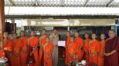 พระโค้ชเอก-สามเณรหมูป่า มอบเงินจากบิณฑบาตร ช่วยเหลือผู้ประสบภัย สปป.ลาว