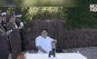 """สื่อเกาหลีเหนือเผยภาพ """"คิม จองอึน"""" ชมการยิงขีปนาวุธ"""