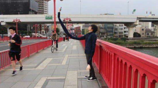 "Embarrassed By Selfie Sticks, Man Creates a ""Selfie Arm"" Source: Twitter/@mansooon PLEASE LINK: http://man-sooon.tumblr.com/"