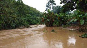 จ.น่าน มีฝนตกหนักต่อเนื่อง เจ้าหน้าที่ฯเข้าช่วยเหลือผู้ประสบภัย
