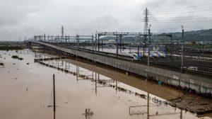 """เซ่นพิษ 'ฮากิบิส' ญี่ปุ่นทิ้ง """"รถไฟหัวกระสุนชินคันเซ็น"""" 10 ขบวนมูลค่า 3,300 ล้านบาท"""
