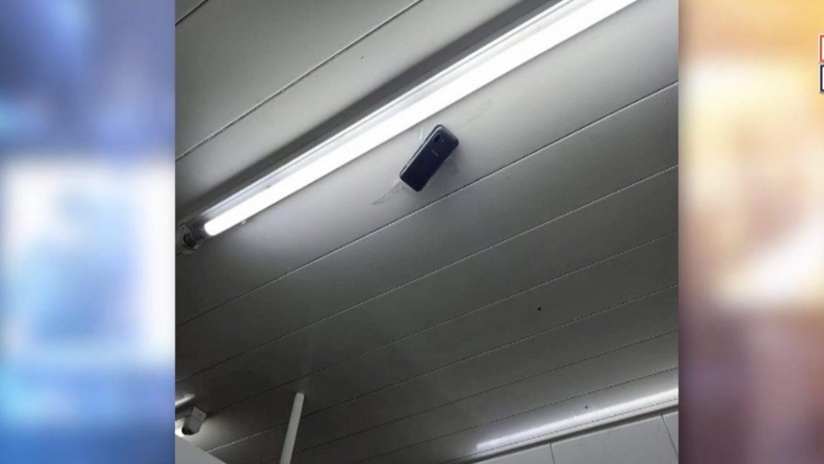 สาวผงะ!!เข้าห้องน้ำทำธุระ เงยหน้าเจอโทรศัพท์มือถือเปิดกล้องติดเพดาน