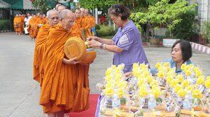 สมเด็จพระเทพฯ เสด็จฯ ทรงบาตร วันสถาปนาสภากาชาดไทย 125 ปี