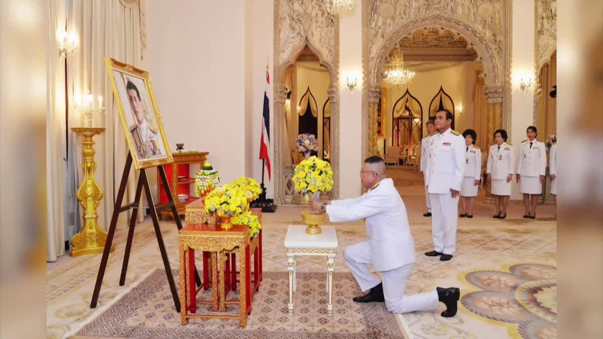 ร.10 พระราชทานดอกไม้ในวันเกิดนายกรัฐมนตรี