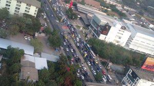 รถติดหนัก! การจราจรรถหนาแน่-เกิดอุบัติเหตุบางพื้นที่