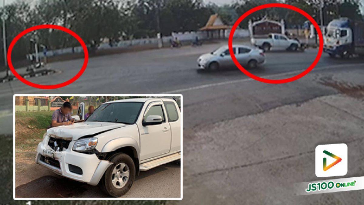 ปิคอัพหักหลบจยย. เสียหลักข้ามไปชนจยย.ที่จอดรอกลับรถอีกฝั่งถนน ก่อนลากร่างไกล 30 เมตร เสียชีวิต