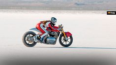 Royal Enfield Bonneville Racer บิดมิดไมล์สร้างสถิติความเร็วสูงสุดกว่า 159 ไมล์ต่อชั่วโมง