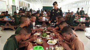 ค่ายทหาร ชี้แจงหลังมีภาพอาหารทหารเกณฑ์ จ.กระบี่ กินน้ำแกงกับลูกชิ้น 2 ลูก