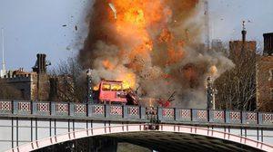 แค่ถ่ายหนังเฉย ๆ !! คนอังกฤษตกใจฉากระเบิดสนั่นบนสะพาน ในหนัง The Foreigner