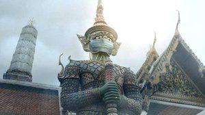 ลือ! ช่างภาพระดับโลกถูกจับ เหตุรีทัชรูปปั้นสำคัญใน กทม. สวมหน้ากากป้องกันฝุ่น