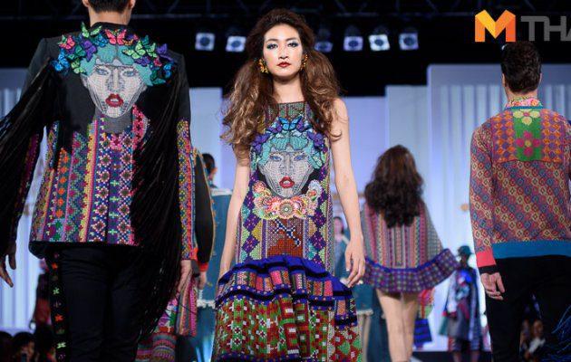 แฟชั่นโชว์ผ้าไทยในงาน The Passage of Thai Fabric เส้นทางผ้าไทย เส้นใยแห่งภูมิปัญญา เทิดไท้องค์ราชินี