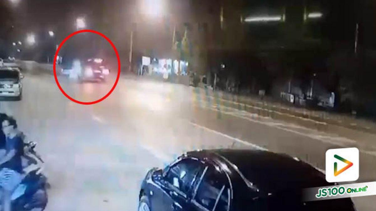 คลิปนาทีอุบัติเหตุรถตู้ของหลวงพ่ออลงกต วัดพระบาทน้ำพุ ชนรถปิคอัพที่กลับรถกลางถนน จน 2 สามีภรรยาในรถเสียชีวิต (30/09/2019)