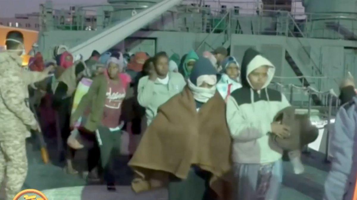 ช่วยผู้อพยพ 421 คนจากชายฝั่งลิเบีย