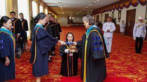 สมเด็จพระเทพฯ เสด็จลงมาพระราชทานปริญญาบัตร บัณฑิตผู้พิการ