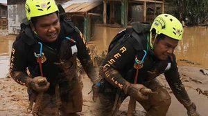กดไลค์ทีมกู้ภัย ลุยโคลนครึ่งตัว ช่วยผู้ประสบภัยเขื่อนแตกที่ลาว