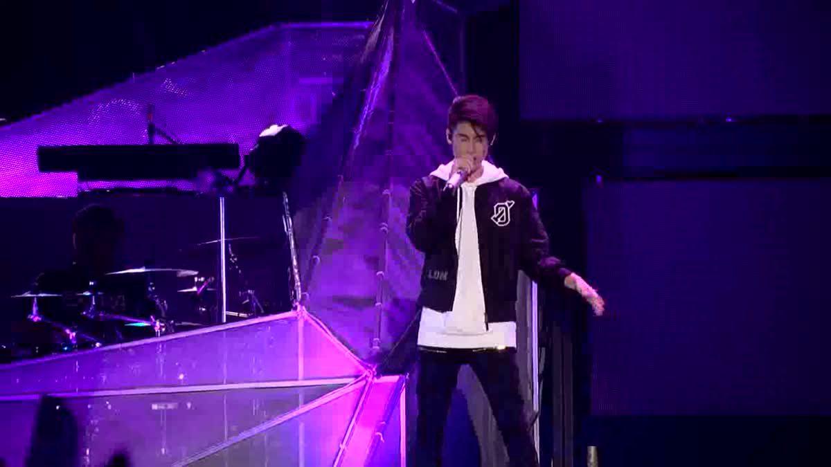 กรี๊ดสลบ! 'เจ้านาย' โชว์ร้อง คนละชั้น บนเวทีคอนเสิร์ตใหญ่ครั้งแรก!!!