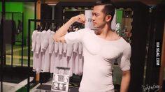 """แบบนี้ก็ได้หรอ!! เสื้อ """"กล้าม"""" สำหรับคนที่อยากมีกล้าม แต่ไม่อยากออกกำลังกาย"""