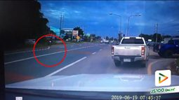 คลิปเก๋งออกจากที่กลับรถเจอกระบะมาด้วยความเร็วเบรคปัดรถ จยย.ที่ขับย้อนออกมาเพื่อกลับบาดเจ็บ (20-06-62)