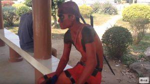 ขาสั้นรัดเป้า!? วัยรุ่นคอสเพลย์ Deadpool เดินทางจากบ้านถึงโรงหนัง