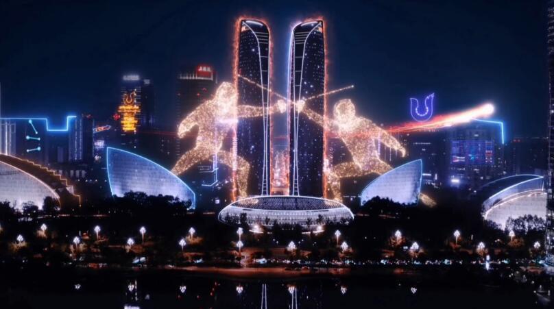 ด้วยการผสมผสานพื้นผิวของเมืองในต่างประเทศและการออกอากาศแบบวนซ้ำบนหน้าจอจำนวนมากภาพยนตร์ประชาสัมพันธ์ของ Chengdu WUG Summer จึงได้รับการยกย่องอย่างมาก