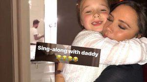 วิคตอเรีย แอบถ่าย เดวิด ร้องเพลงกับ น้องฮาร์เปอร์ ในห้องน้ำ!