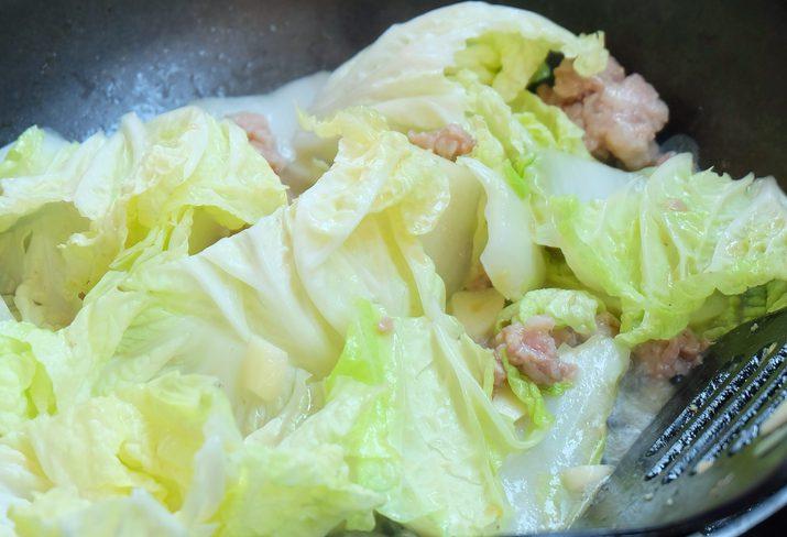 ผัดผักกาดขาวหมูสับ185 กิโลแคลอรี่
