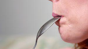 ห้ามทำเด็ดขาด!! ใช้ช้อนงัดปากผู้ป่วย ลมชัก มาดูวิธีปฐมพยาบาลที่ถูกต้องกัน
