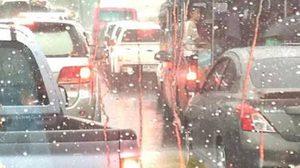 คนกรุงชุ่มฉ่ำ ฝนโปรยปรายแต่เช้า ทำรถติด ถนนลื่น เตือนขับขี่ระมัดระวัง