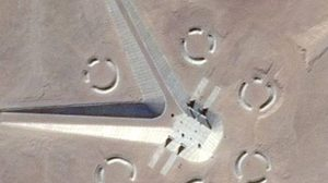 มโนหรือไม่ ? นักล่ายูเอฟโอพบวัตถุปริศนากลางทะเลทราย คาดเป็นฐานวิจัยลับ