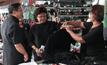 พาณิชย์ตรวจตลาดเมืองกรุงเก่า พบเสื้อโปโลดำขาดแคลน