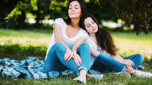 10 ท่าโพสภาพระหว่างแม่กับลูกสาว น่ารักอ่ะ