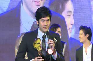 [HD] บอม ธนิน - เป้ อารักษ์ - ต่อ ธนภพ ได้รับรางวัล MThai Top Talk Actor 2014