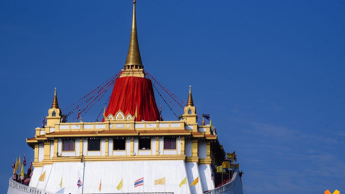 พุทธศาสนิกชนร่วมประเพณีห่มผ้าแดงภูเขาทอง สืบสานประเพณีไทย กว่า 130 ปี