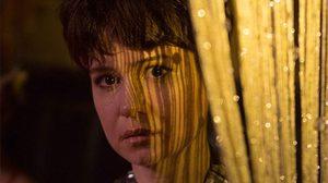 แคเธอรีน วอเตอร์สตัน สืบหาความจริงถึงสาเหตุที่สามีฆ่าตัวตาย ในหนัง State Like Sleep