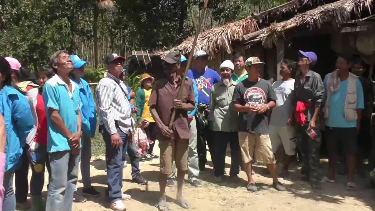 พรรค ปชป. บุกป่าเข้าหาเสียงกับกลุ่มซาไกบนเขาบรรทัด