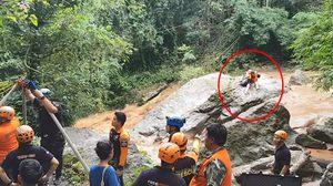 คลิปช่วย 2 นักท่องเที่ยวสาวชาวต่างชาติ ติดกลางโขดหินหลังน้ำป่าไหลหลาก