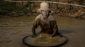 ตีแผ่อาชีพเสี่ยงตาย คนงานขุดเพชรในเหมืองนรกที่อินโดฯ