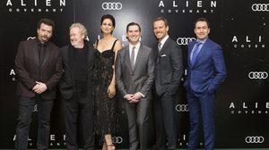 """""""ริดลีย์ สก็อตต์"""" ฟิตจัด ! นำทีมนักแสดงร่วมงาน """"Alien : Covenant World Premiere"""" ไกลถึงประเทศอังกฤษ"""
