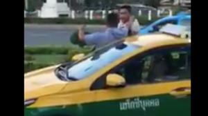 สั่งปรับ-พักใบอนุญาต 2 แท็กซี่วิวาทกลางถนน