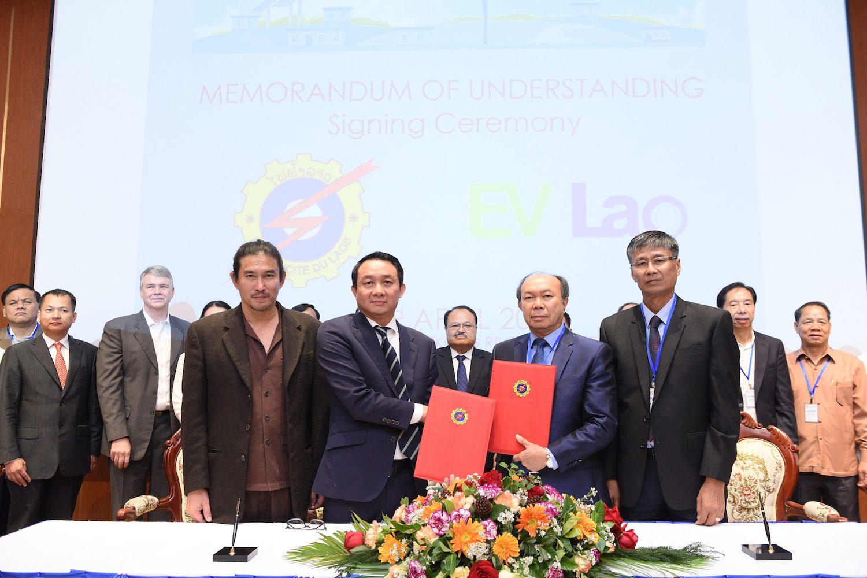 ลาวเดินหน้าผลักดันใช้ EV ทั่วประเทศ ชูระบบชาร์จรถไฟฟ้าสุดอัจฉริยะ ผลงานบริษัทร่วมทุนไทย-ลาว