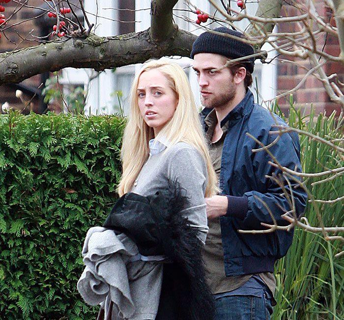 Robert Pattinson กับพี่สาว Lizzy