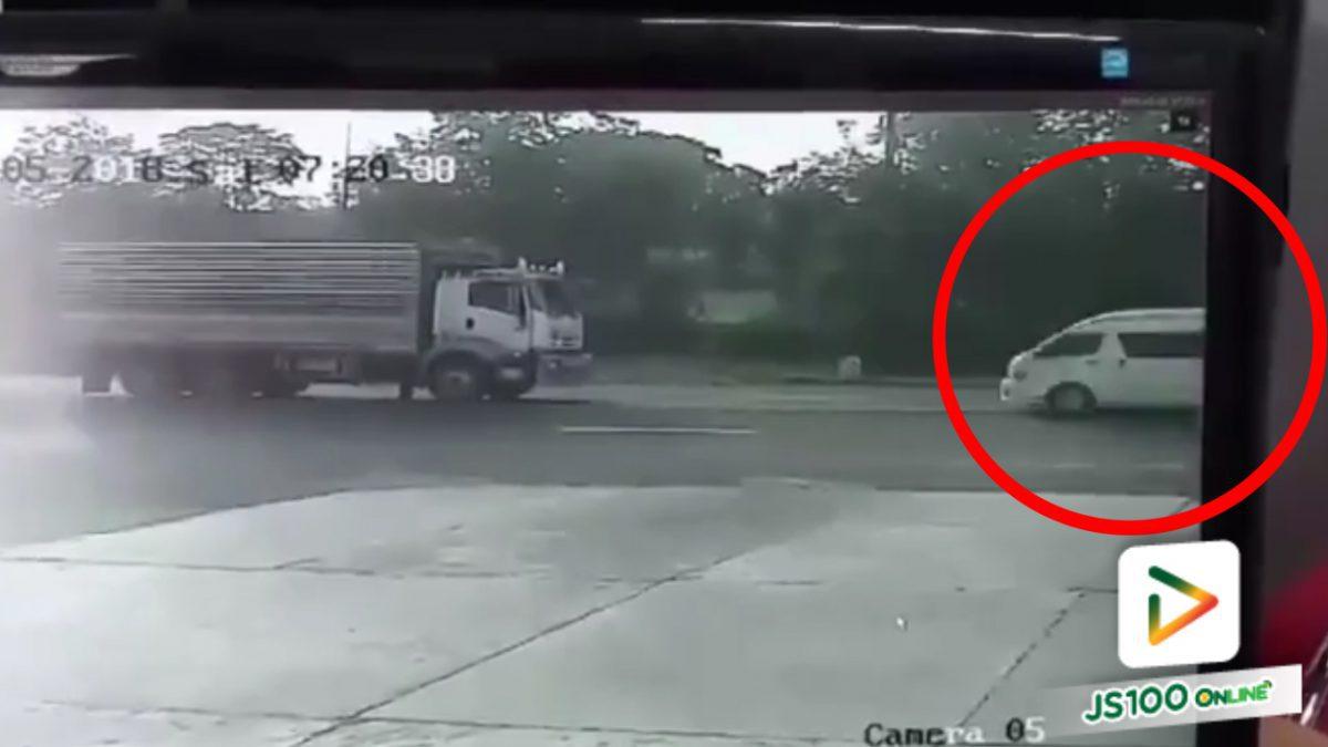 นาที!! รถตู้โดยสารพุ่งชนรถบรรทุก 10  ล้อ (5-5-61)