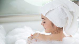 9 ภาพเปรียบเทียบ อาบน้ำเย็น VS น้ำอุ่น แบบไหนดีต่อสุขภาพ มากกว่ากัน?
