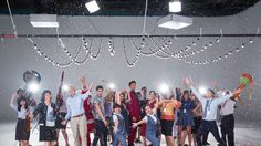 """""""เก้ง จิระ"""" กำกับ MV ในรอบ 10 ปี ! ส่งทัพนักแสดงสานต่อความสุขในเพลง """"พรปีใหม่"""""""