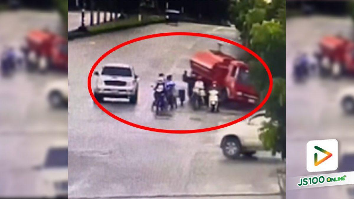 รถดับเพลิงเบรคแตก ก่อนตัดสินใจหักออกซ้ายตกร่องถนนที่รอซ่อมเพื่อหยุดรถ