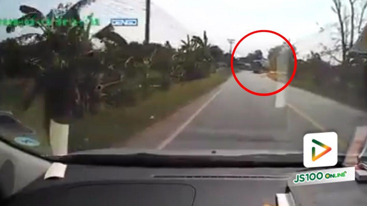 รถบรรทุกพลิกตะแคงต่อหน้า!!..โชคดีไม่ชนปะทะกัน (25-03-61)