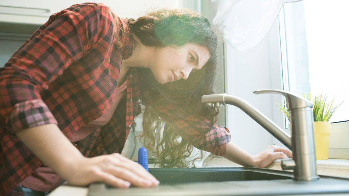 แก้ปัญหาก๊อกน้ำตัน แบบง่ายมากๆ ผู้หญิงก็ทำเองได้ แค่หยิบแปรงสีฟันมา