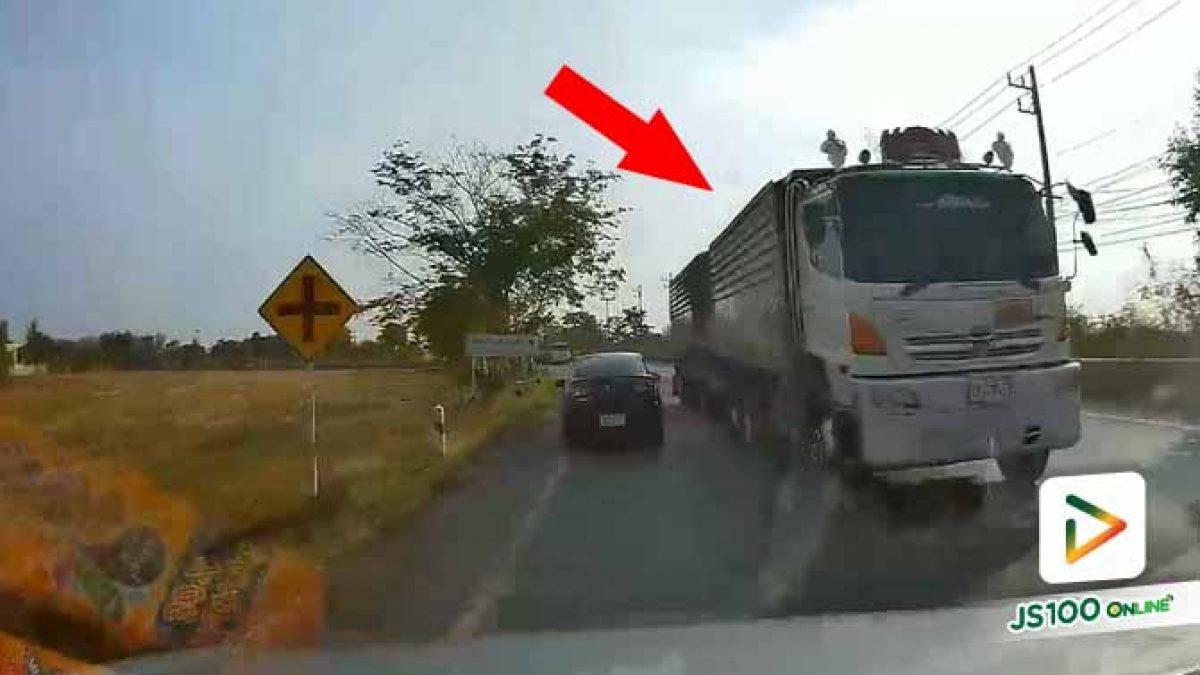 รถบรรทุกแซงรถบรรทุกด้วยกันคิดได้ยังไง เกือบทำคนอื่นเดือดร้อนแล้ว