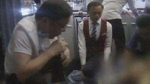ชื่นชม ! หมอใช้ปาก ดูด-อม ปัสสาวะ ช่วยชีวิตผู้ป่วยฉี่ไม่ออกหวิดช็อกคาเครื่องบิน